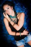 Женщина сексуального коренного американца девушки индийская с оплетками Стоковая Фотография