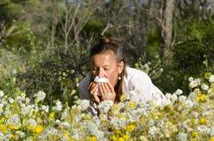 женщина сена лихорадки терпя Стоковые Изображения RF