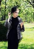 женщина сигареты ретро введенная в моду Стоковые Изображения