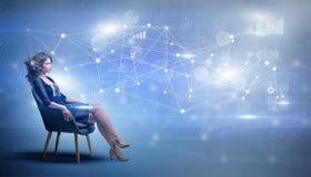 Женщина сидя с концепцией сети и соединения стоковое изображение