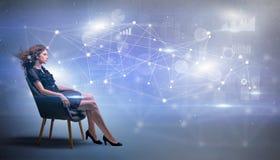 Женщина сидя с концепцией сети и соединения стоковая фотография rf