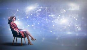 Женщина сидя с концепцией сети и соединения стоковые фотографии rf