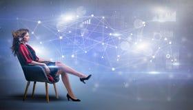 Женщина сидя с концепцией сети и соединения стоковые изображения