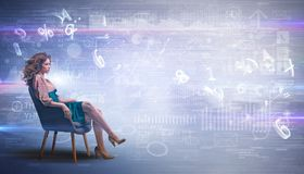 Женщина сидя с номерами и концепцией отчетов стоковые изображения