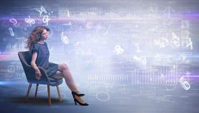 Женщина сидя с номерами и концепцией отчетов стоковое фото rf