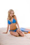 женщина сини бикини пляжа Стоковая Фотография RF