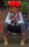 Женщина сидеть внешний в PA Sa, Вьетнаме Стоковое Фото
