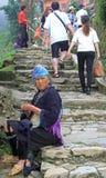 Женщина сидеть внешний в PA Sa, Вьетнаме Стоковое Изображение