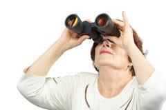Женщина смотрит через бинокулярное Стоковое Изображение RF