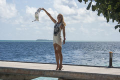 Женщина смотря море Стоковые Фотографии RF