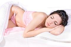 женщина сна кровати Стоковое фото RF