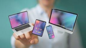 Женщина соединяя современный перевод ноутбука и компьютера 3D планшета смартфона стоковое изображение rf