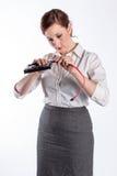 Женщина соединяет кабель жесткого диска Стоковые Фото