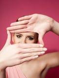 Женщина создавая рамку с ее руками Стоковая Фотография