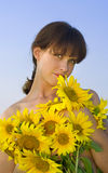 женщина солнцецветов Стоковые Изображения RF