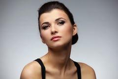 женщина состава стиля причёсок способа брюнет Стоковые Фото