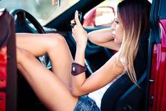 женщина сотового телефона автомобиля Стоковое Изображение RF