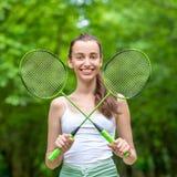 Женщина спорта с ракетками бадминтона Стоковое Изображение