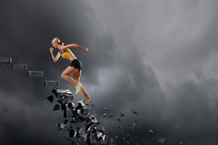 Женщина спорт преодолевая возможности стоковое фото rf