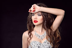 женщина способа шикарная повелительница Комплект ювелирных изделий диаманта состав Portra Стоковая Фотография RF