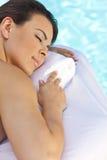 женщина спы красивейшего бассеина здоровья ослабляя Стоковая Фотография RF