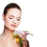 Женщина спы Милая сторона и цветки Стоковое Изображение