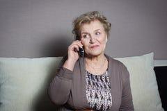 женщина старого телефона говоря Стоковая Фотография