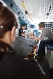 женщина старшия внимательности машины скорой помощи Стоковое Фото