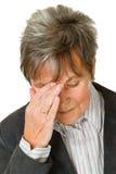 женщина старшия головной боли стоковое изображение