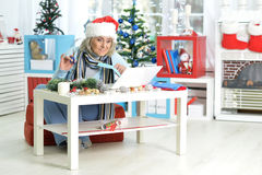 женщина старшия компьтер-книжки Стоковая Фотография