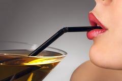 женщина стекла коктеила Стоковая Фотография RF