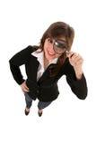 женщина стеклянного удерживания увеличивая стоковая фотография rf