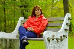 женщина стенда стоковая фотография