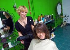 женщина стилизатора волос засыхания стоковое фото rf