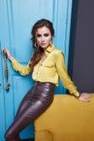 Женщина стиля моды состава одежды платья красоты сексуальная Стоковые Изображения RF