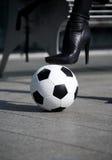 женщина стойки ботинка balll накрененная ногой высокая стоковые изображения rf