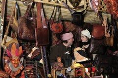 женщина стойла рынка человека Стоковая Фотография RF