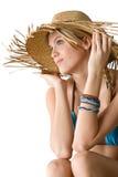 женщина сторновки шлема бикини пляжа счастливая Стоковое Фото
