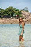 Женщина стоя колен-глубокий в воде Стоковые Изображения