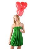 Женщина стоя с 3 heartshaped воздушными шарами Стоковое фото RF