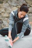 Женщина страдая тягостный ушиб растяжения лодыжки Стоковая Фотография RF