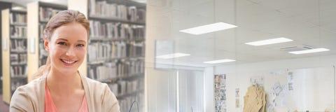 Женщина студента в библиотеке образования с переходом стоковая фотография