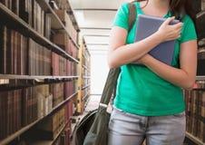 Женщина студента в библиотеке образования стоковые изображения
