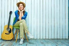 женщина стула сидя сь Стоковое фото RF