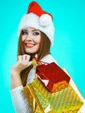 Женщина счастливого рождеств получая подарки стоковое изображение