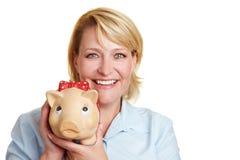 женщина счастливого удерживания дела piggy Стоковое фото RF
