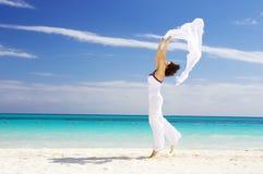 женщина счастливого sarong белая Стоковые Фотографии RF