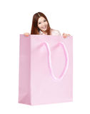 Счастливая женщина усмешки в хозяйственной сумке Стоковое Изображение RF