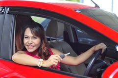 Женщина с автомобилем Стоковое Фото