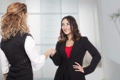 Женщина с активными выражениями Стоковые Изображения RF